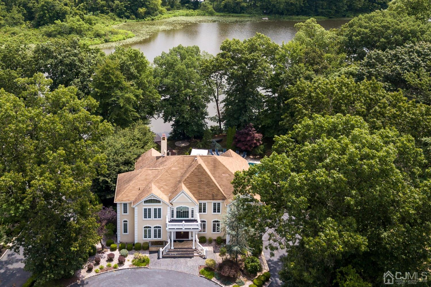EXCLUSIVE LAKE-FRONT ESTATE