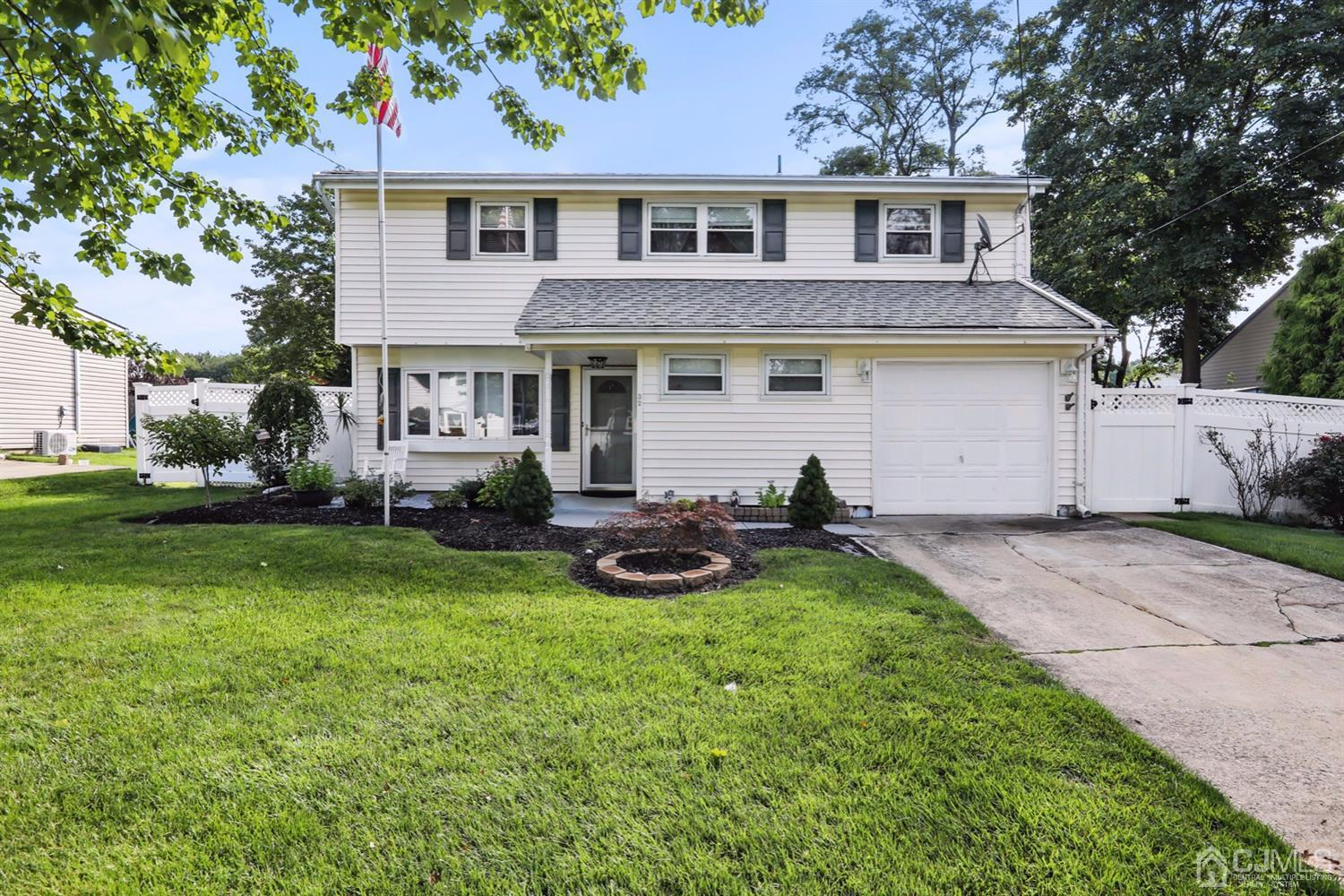 Welcome Home! 32 Carole Place!