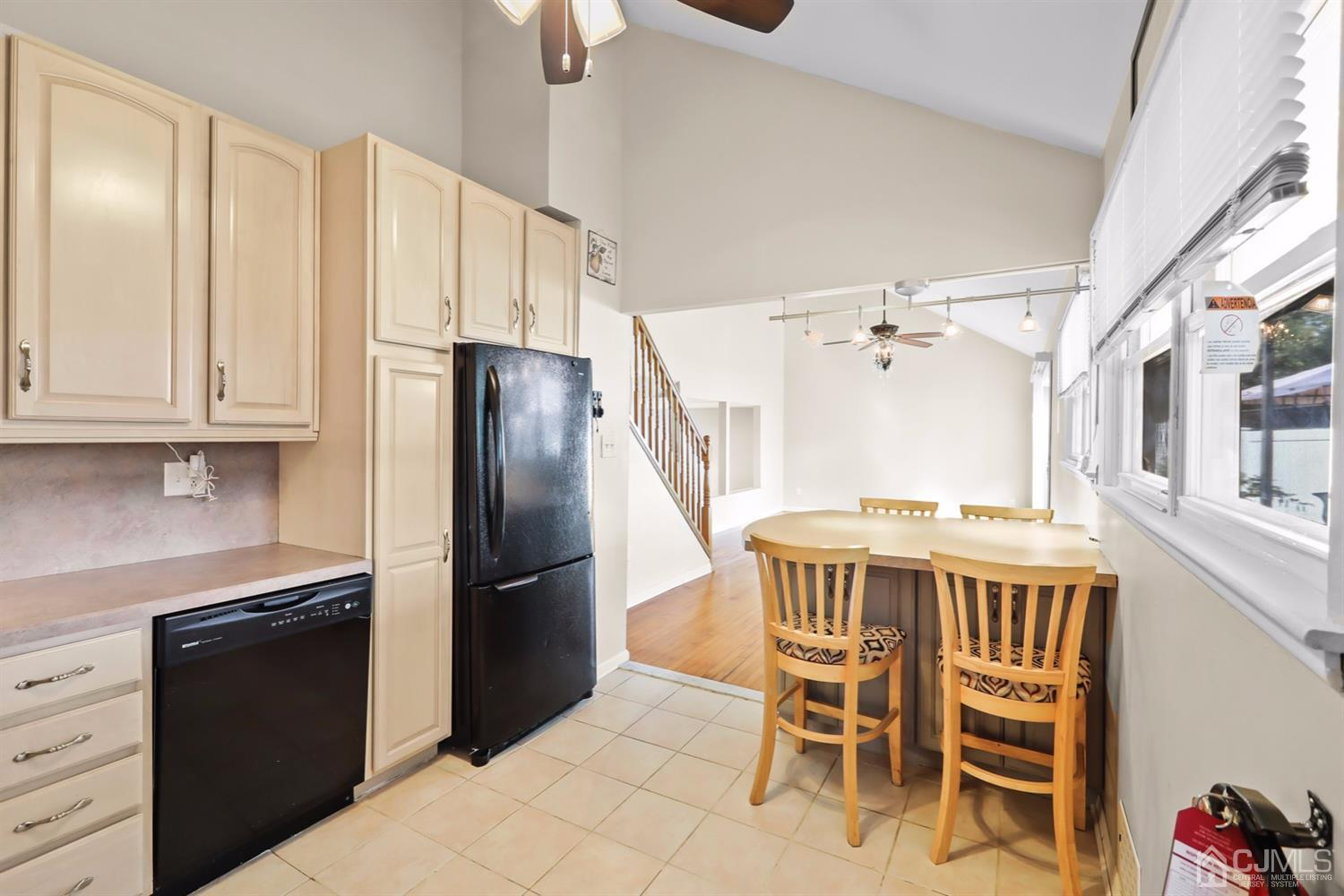 Open Floor Plan to the Dining