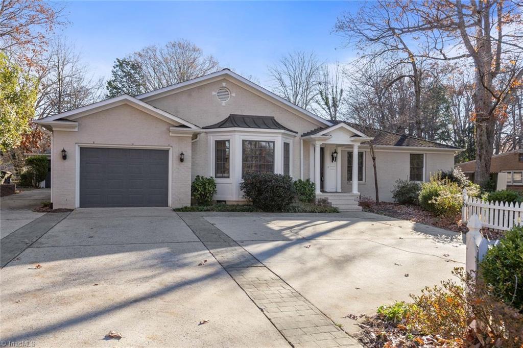 720 Lipscomb Road, Greensboro, North Carolina 27410, 4 Bedrooms Bedrooms, 10 Rooms Rooms,Residential,For Sale Triad MLS,Lipscomb,959438