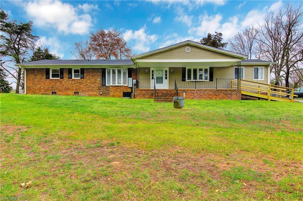 6251 Lake Brandt Road, Summerfield, North Carolina 27358, 2 Bedrooms Bedrooms, 6 Rooms Rooms,Residential,For Sale Triad MLS,Lake Brandt,971100