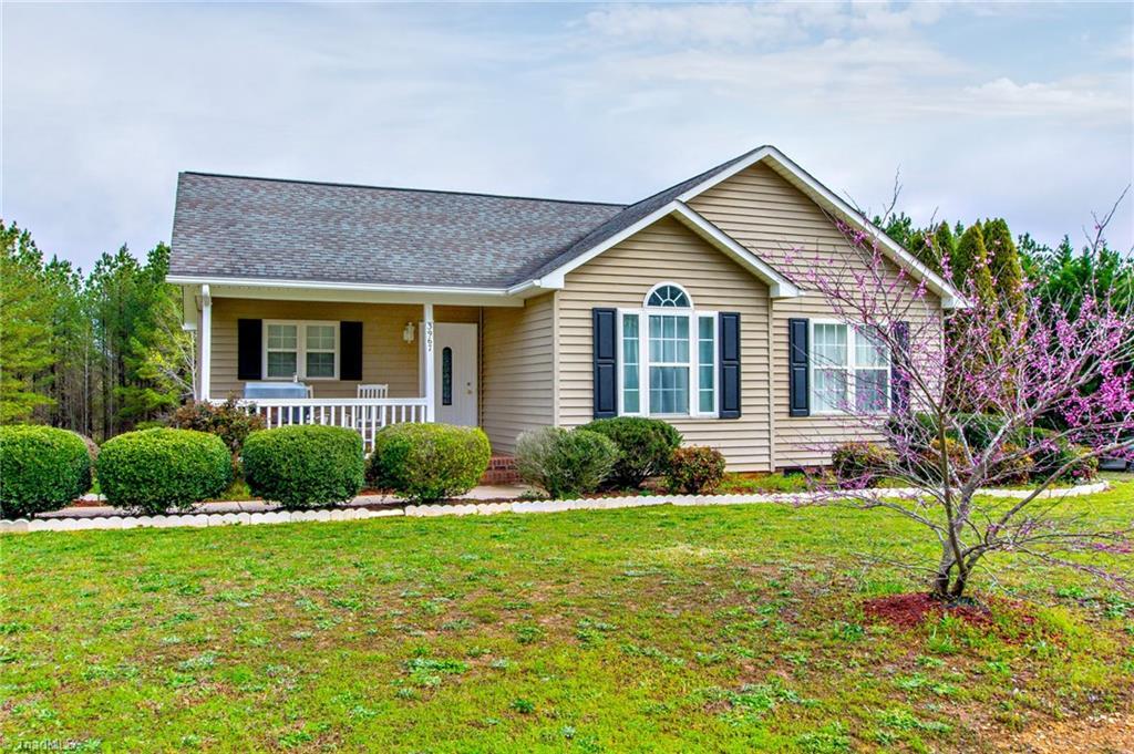 3967 Meadow Ridge Court, Asheboro, North Carolina 27205, 3 Bedrooms Bedrooms, 6 Rooms Rooms,Residential,For Sale Triad MLS,Meadow Ridge,971459
