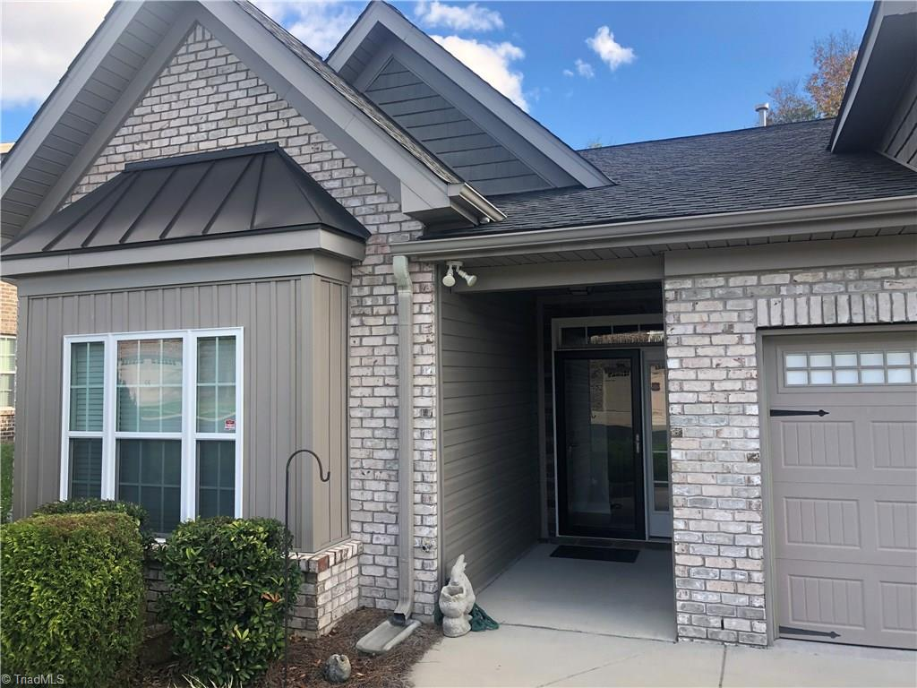 Great Townhome in North Davidson area.   Beautiful laminate flooring with open floor plan.   Sunroom addition has been added with a gas grill and vent that can be used year round.   Windows can change to screens for a more outdoor living.  A must see!!!