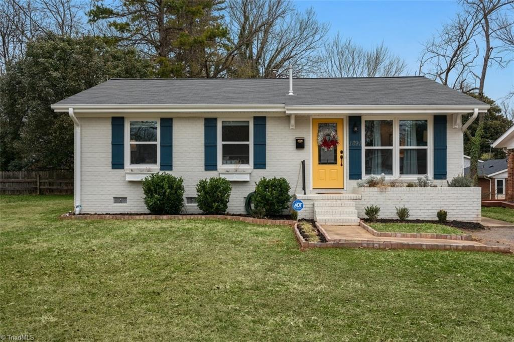 This adorable and recently renovated house is ready to be your new home. It has an open floorplan, updated commodities and fixtures, a gorgeous backyard, and only seconds and minutes away from downtown, shopping, the hospital, and more. Make your appointment today and come see your future home.