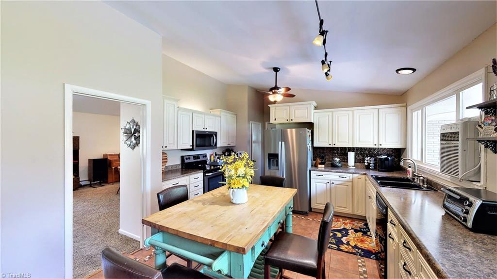 300 Nutwood Circle, Jamestown, North Carolina 27284, 4 Bedrooms Bedrooms, 9 Rooms Rooms,Residential,For Sale Triad MLS,Nutwood,1019824