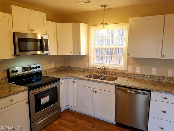 825 Lake Drive 9, Lexington, North Carolina 27292, 3 Bedrooms Bedrooms, 6 Rooms Rooms,Residential,For Sale Triad MLS,Lake Drive 9,1019856