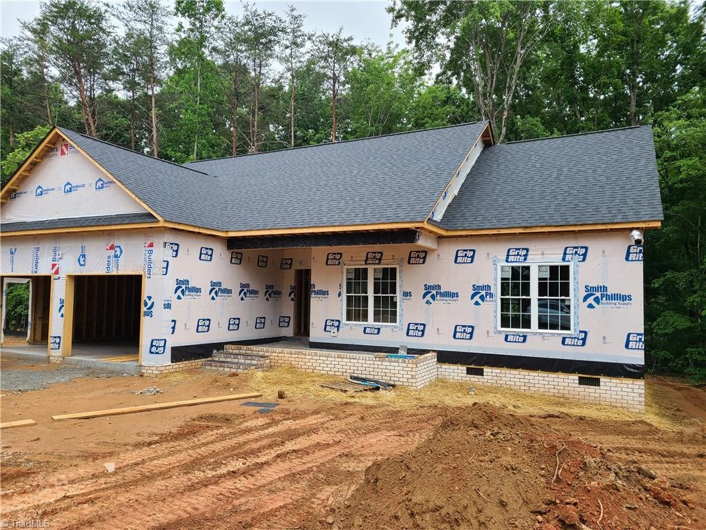 One level new construction with all on one level and a 2 car garage.  Vaulted Great room and kitchen with 9 ft ceilings throughout.