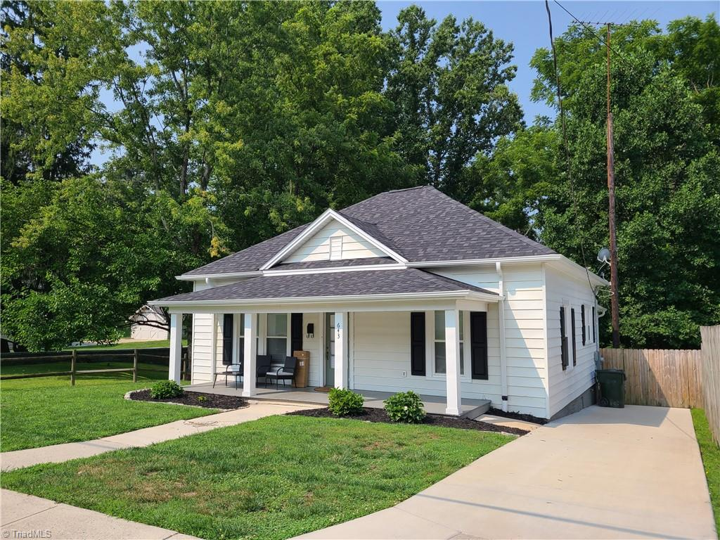 Cute as can be within walking distance of downtown!  Updated Heat pump and fully remodeled in 2018 with hard wood floors, beautiful tile flooring in the bath, eat in kitchen nook, Granite counter tops, deck overlooking the privacy fenced large backyard, large master, 2nd bedroom has built in study/playroom, separate laundry/utility room.  Home also boast high ceilings, concrete drive and the sidewalks will take you to anywhere you want to go downtown. Don't miss this one!