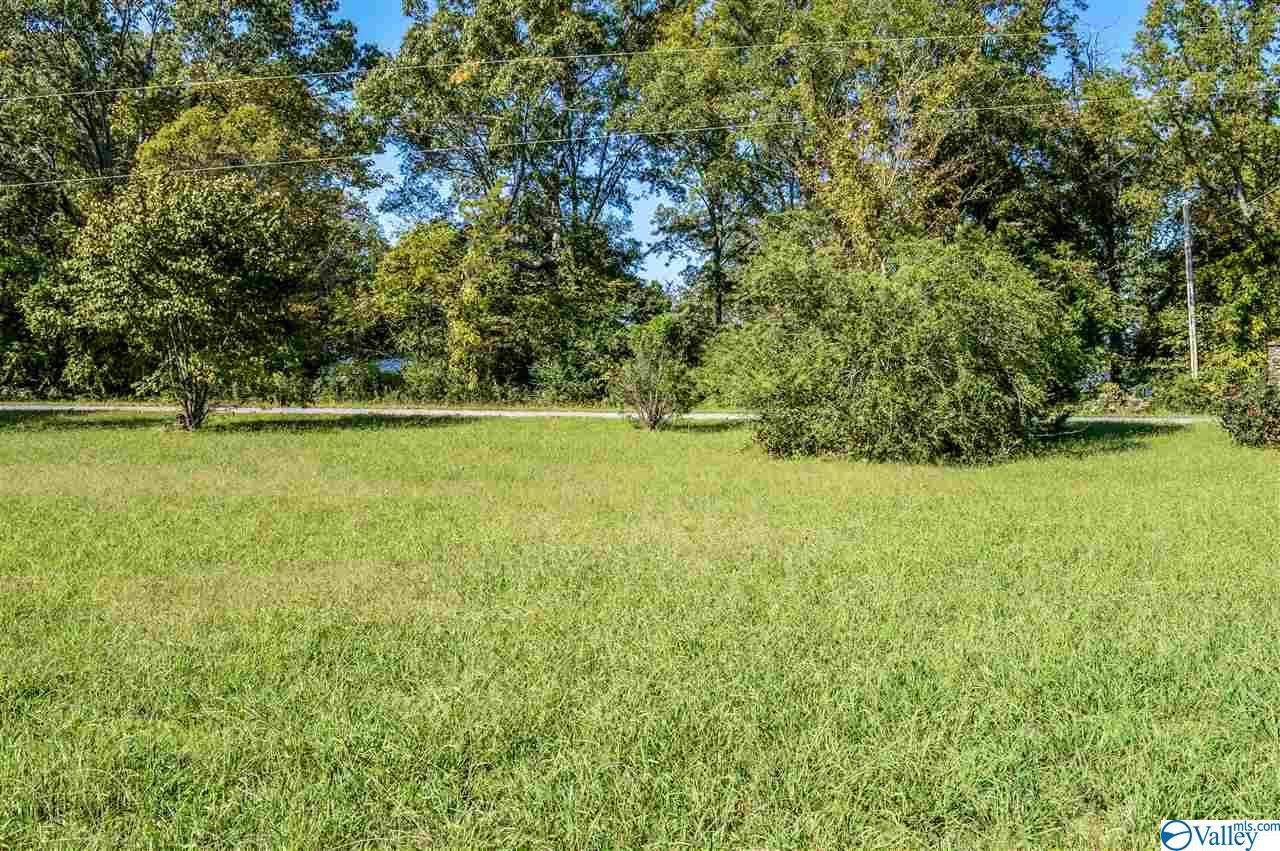 Photo of home for sale at 9 Savannah Circle, Cedar Bluff AL