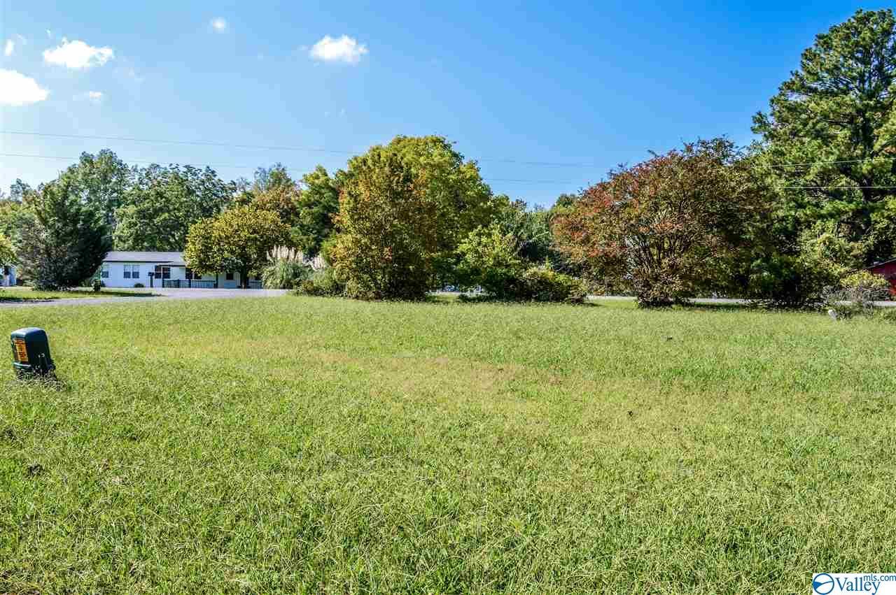Photo of home for sale at 12 Savannah Circle, Cedar Bluff AL