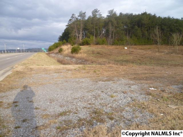 Photo of home for sale at 900 Greenhill Blvd, Fort Payne AL