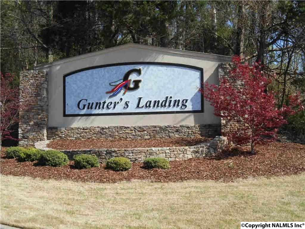 Photo of home for sale at 2 Heritage Drive, Guntersville AL