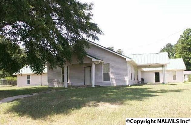Photo of home for sale at 1820 Hwy 278, Gadsden AL