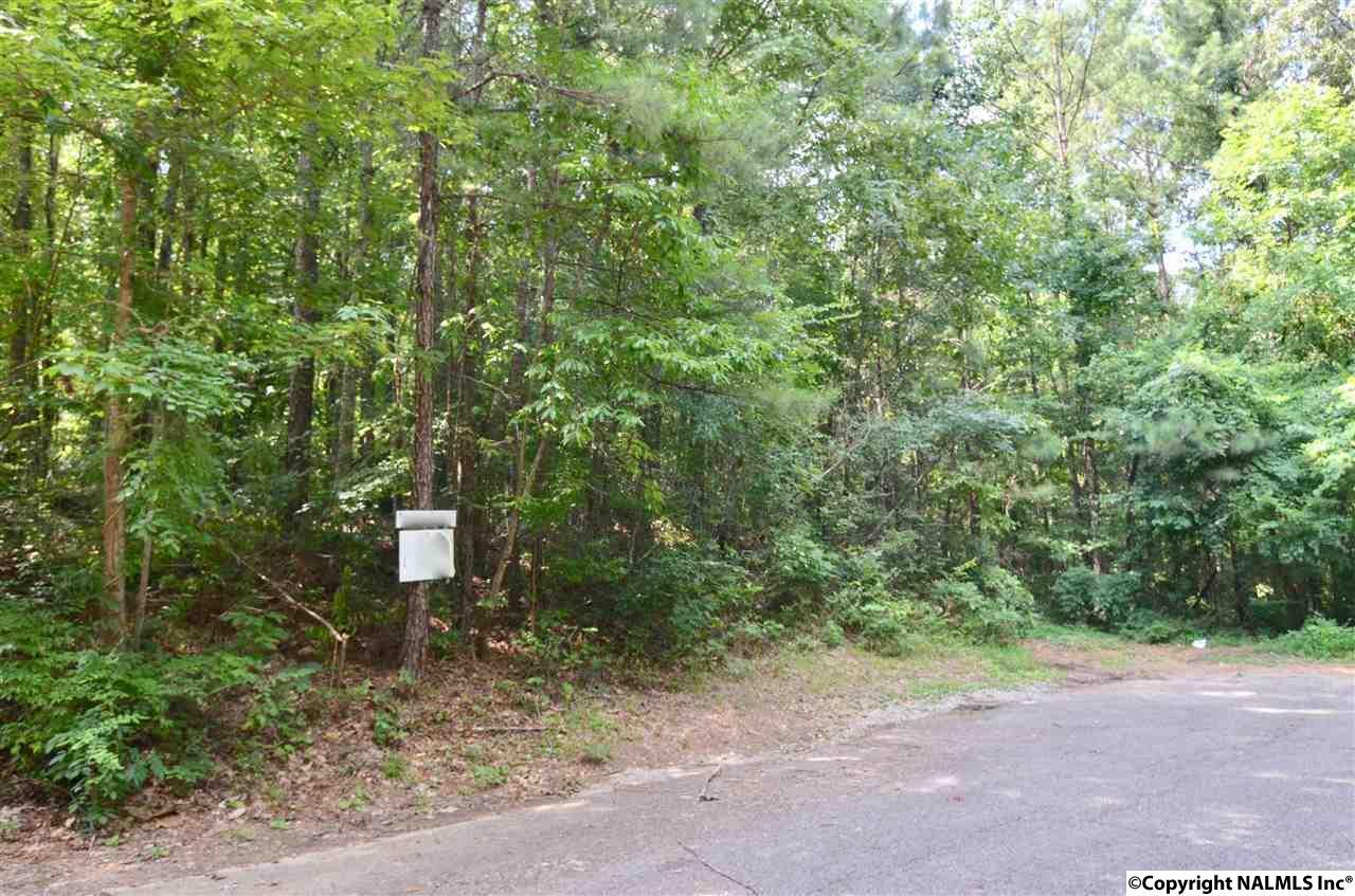 Photo of home for sale at 9 Ridgecrest Road, Gadsden AL