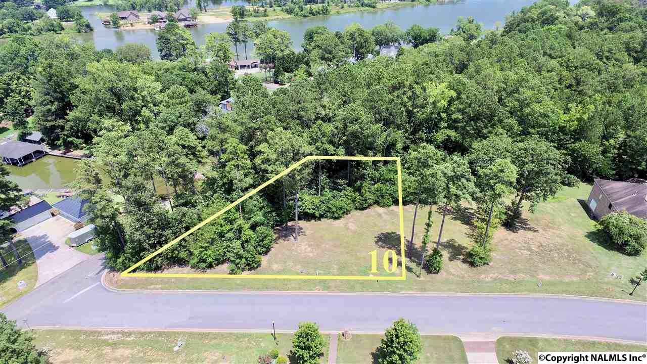 Photo of home for sale at 10 Bridle Ridge Road, Gadsden AL