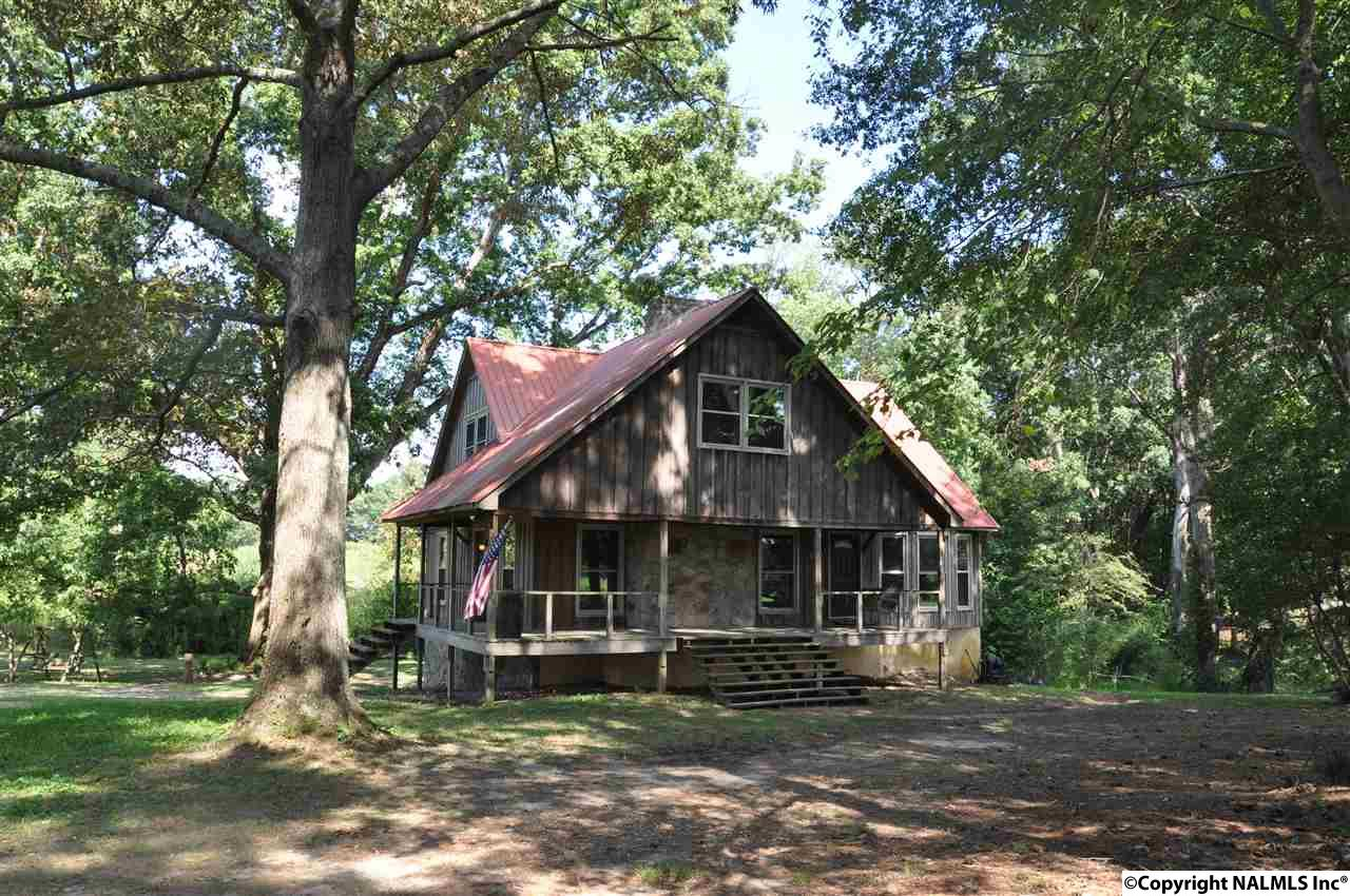Photo of home for sale at 285 Kimball Road, Arab AL