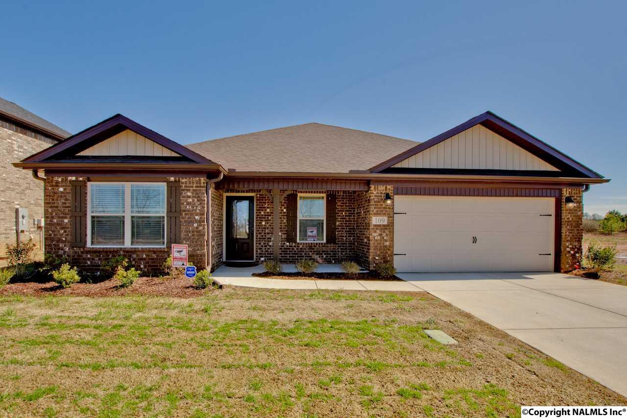 Photo of home for sale at 109 Beaver Brook Place, Toney AL