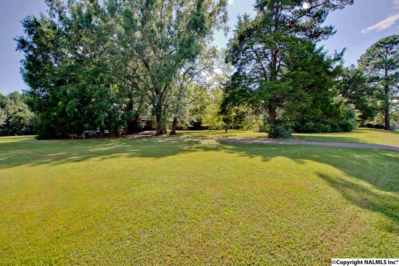 Photo of home for sale at 1325 Old Monrovia Road, Huntsville AL