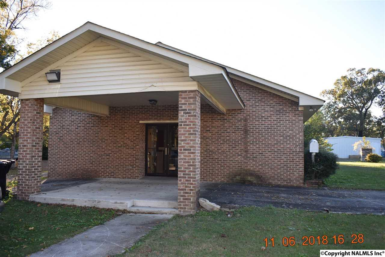 Photo of home for sale at 2316 Forrest Avenue, Gadsden AL
