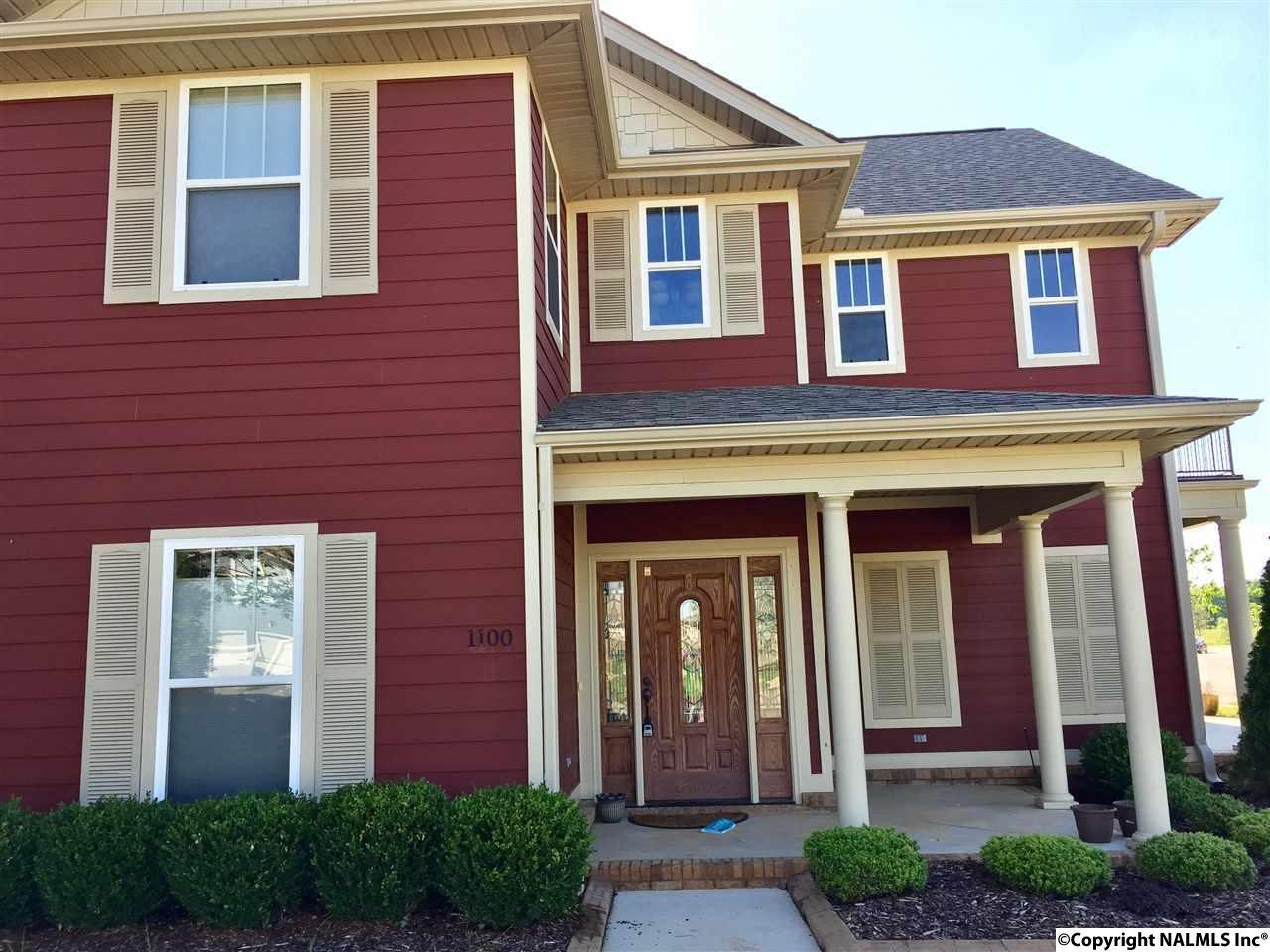 Photo of home for sale at 1100 Pegasus Drive, Huntsville AL