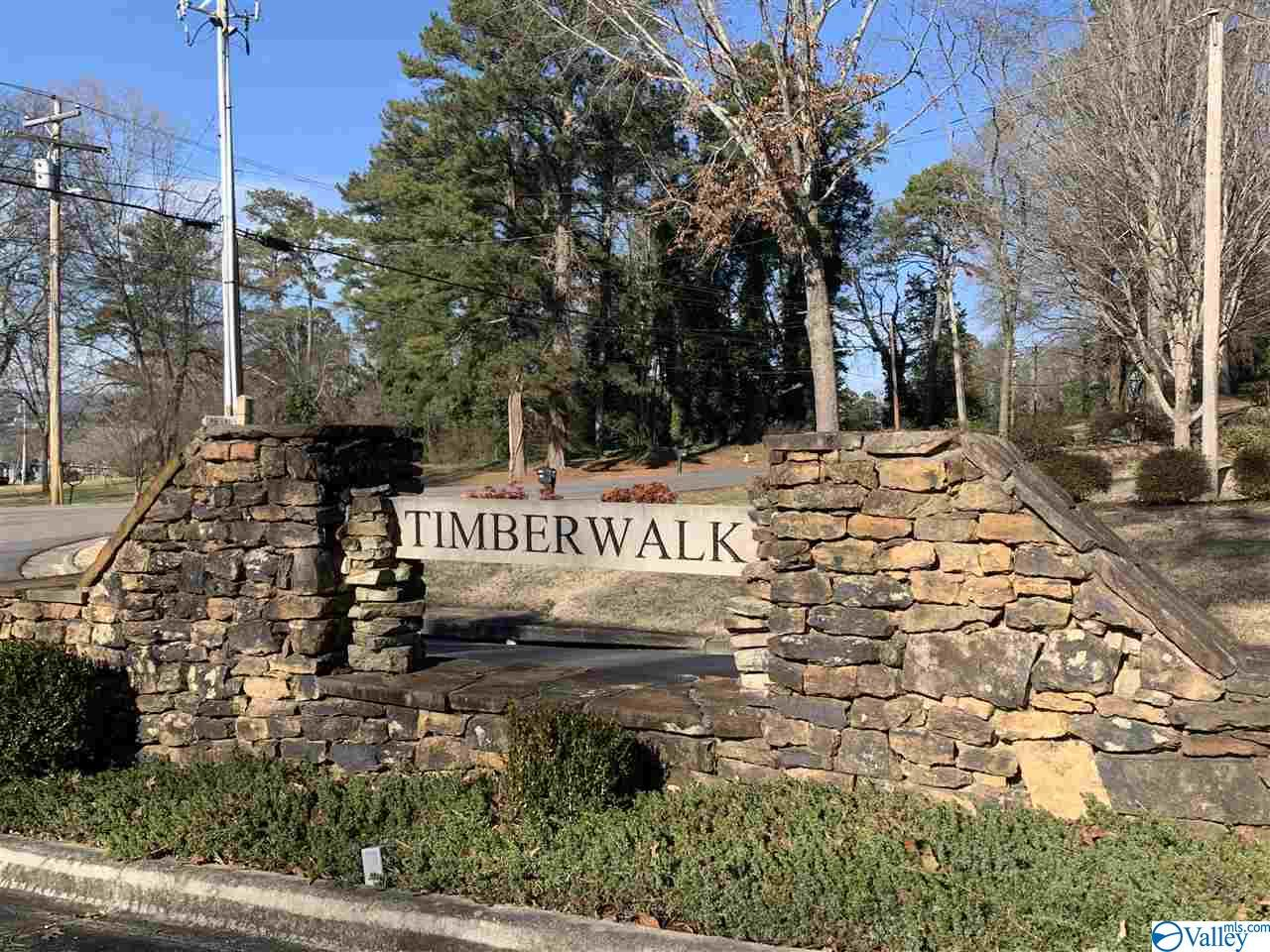 Photo of home for sale at 14 Timberwalk Drive, Guntersville AL