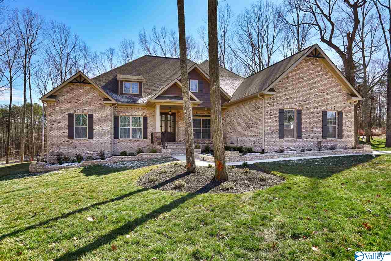 Photo of home for sale at 13323 South Village Square Road, Huntsville AL