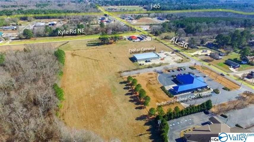 Photo of home for sale at 1507 Main Street, Hartselle AL