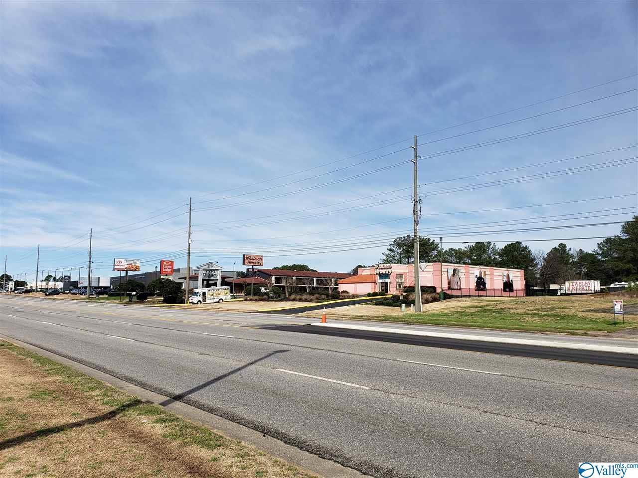 Photo of home for sale at 3780 University Drive, Huntsville AL