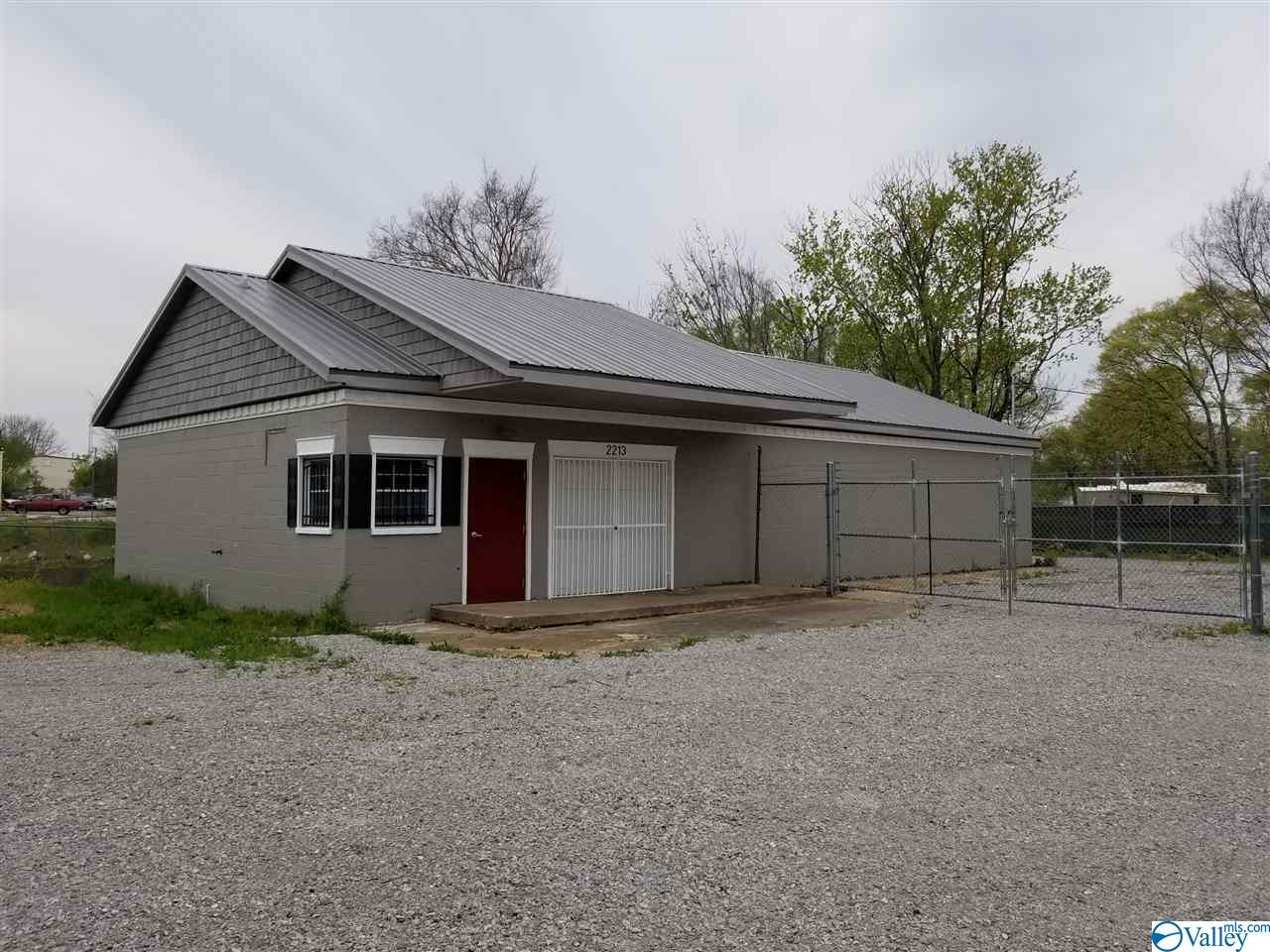 Photo of home for sale at 2213 Hicks Avenue, Huntsville AL