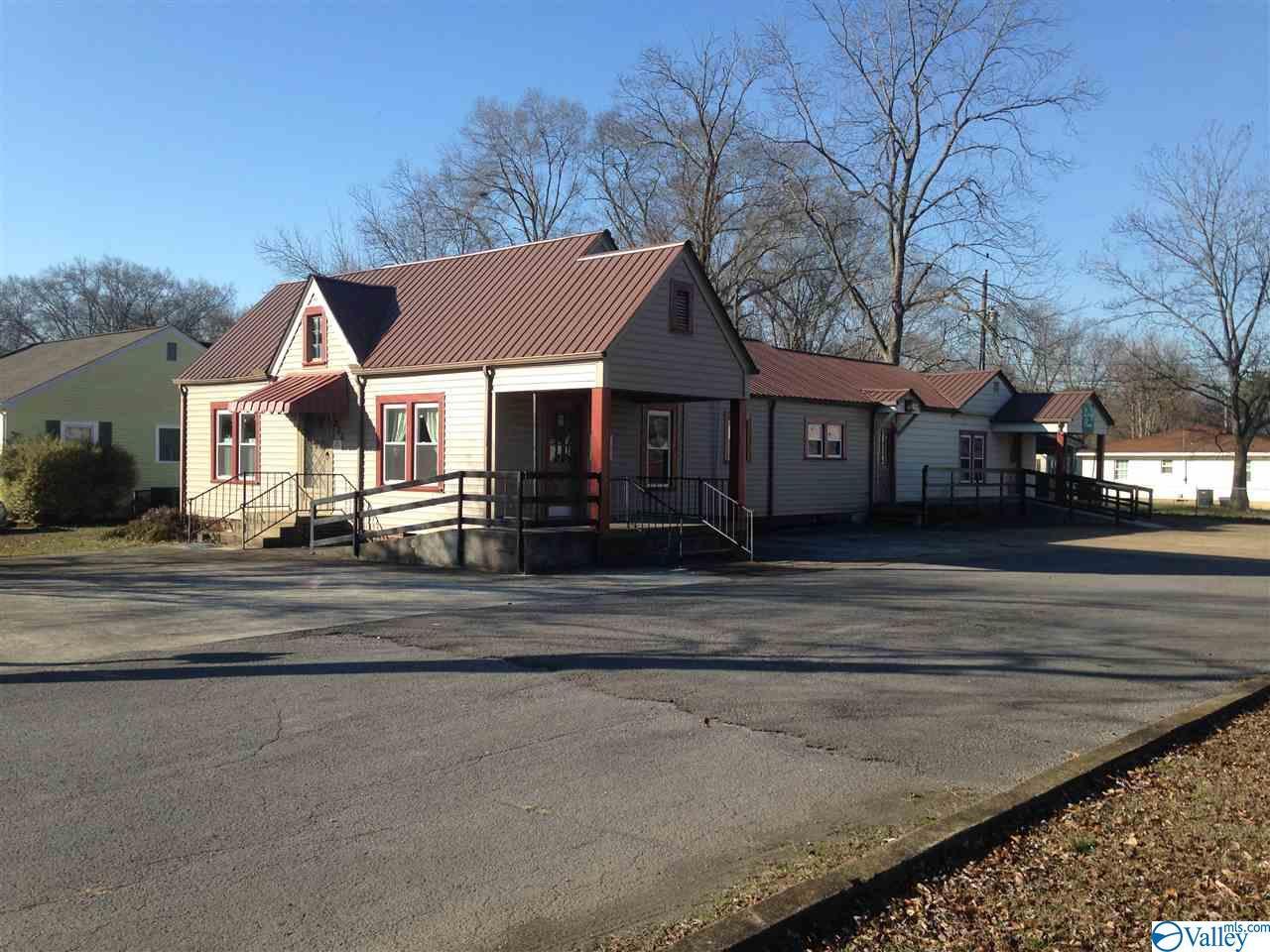 Photo of home for sale at 206 Veterans Drive, Scottsboro AL