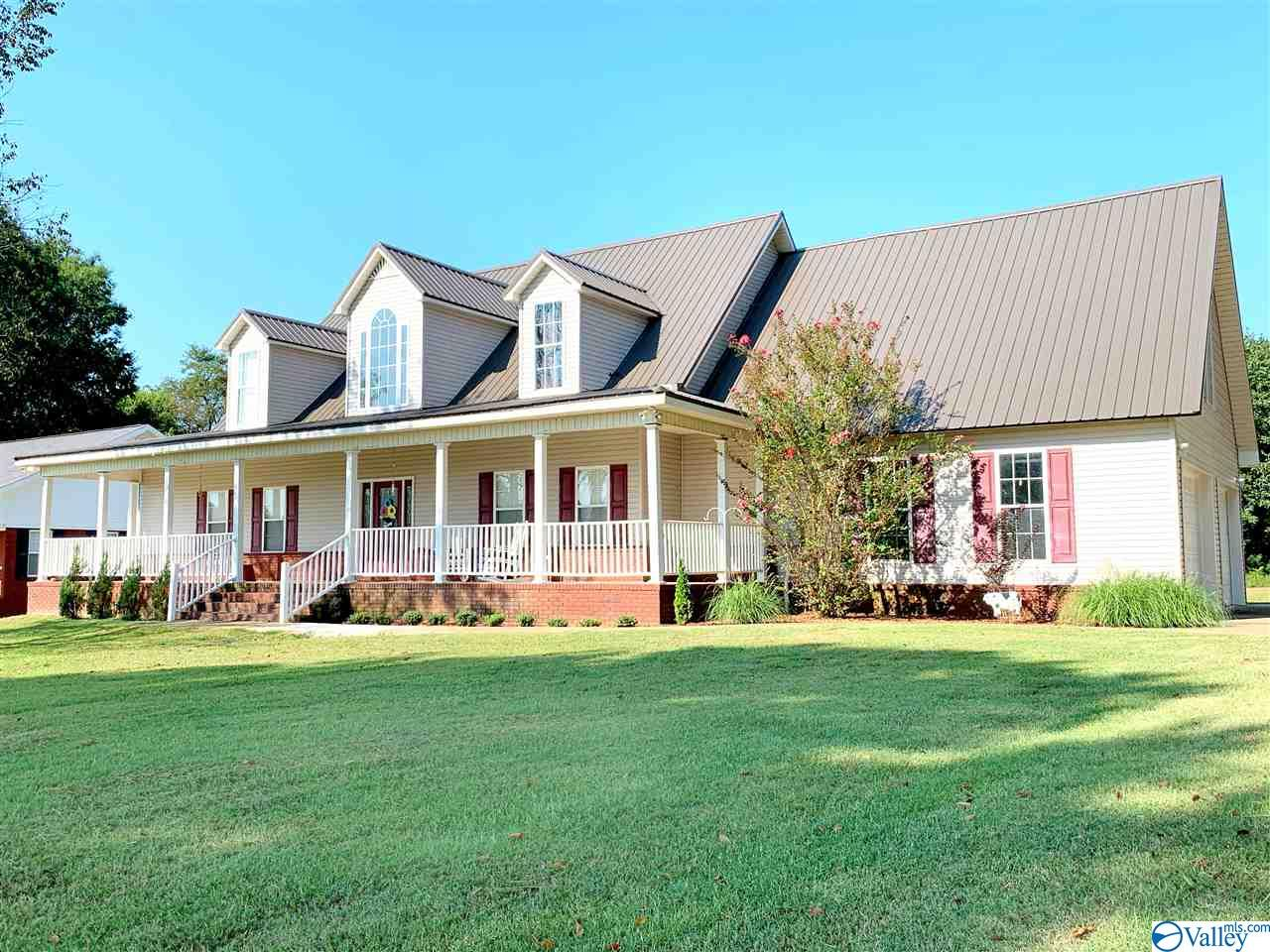 Photo of home for sale at 635 County Road 51, Rogersville AL