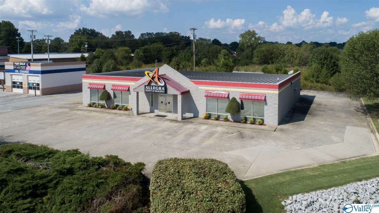 Photo of home for sale at 804 Beltline Road, Decatur AL