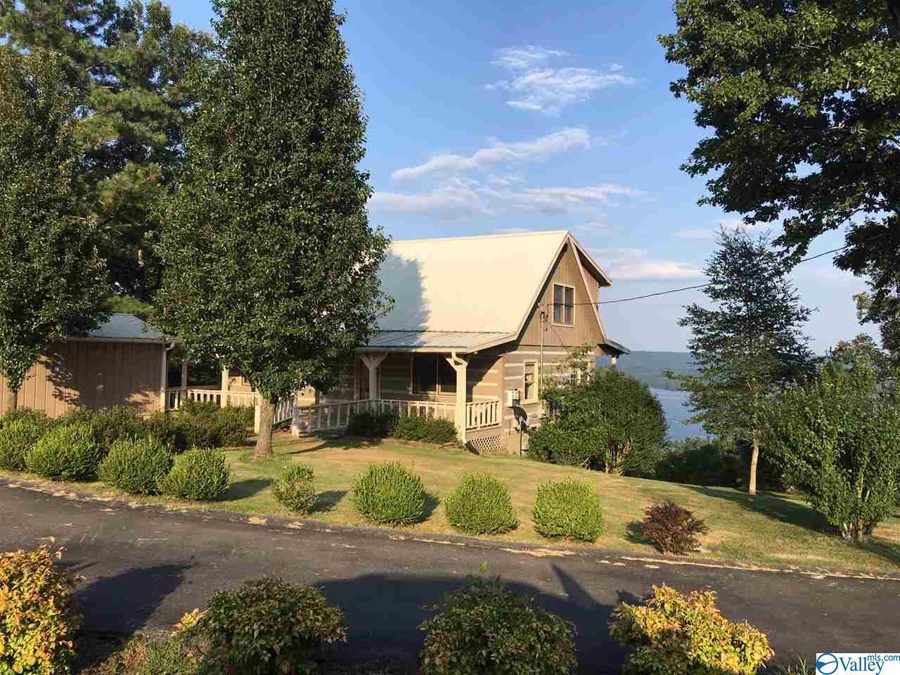 Photo of home for sale at 209 Cardessa Lane, Grant AL