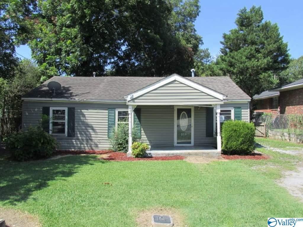 Photo of home for sale at 311 Cedar Street, Hartselle AL