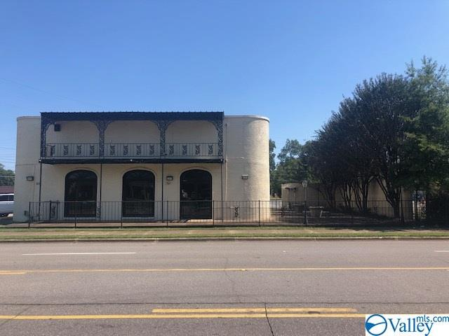 Photo of home for sale at 801 Franklin Street, Huntsville AL