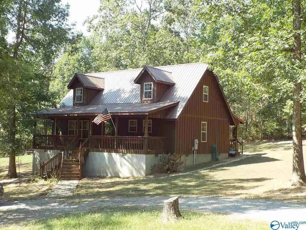 Photo of home for sale at 646 County Road 639, Mentone AL