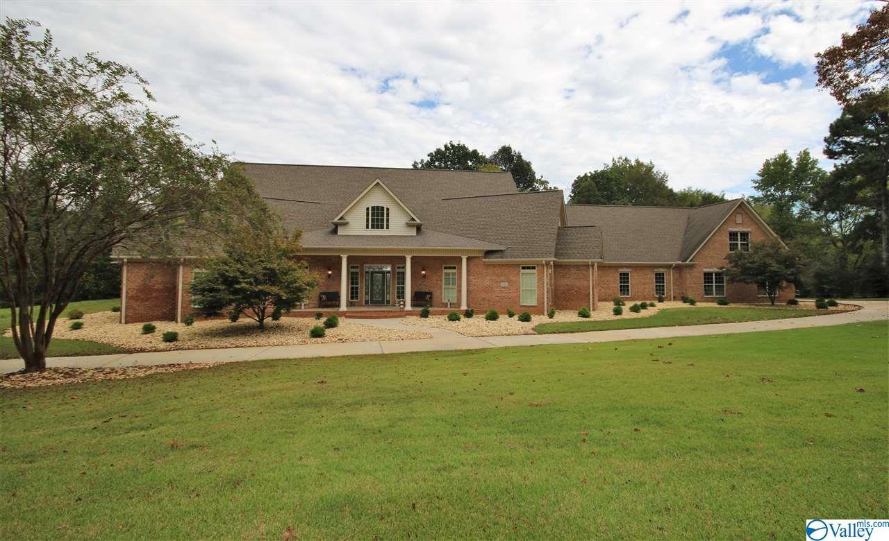 Photo of home for sale at 3924 San Souci Cave Road, Decatur AL