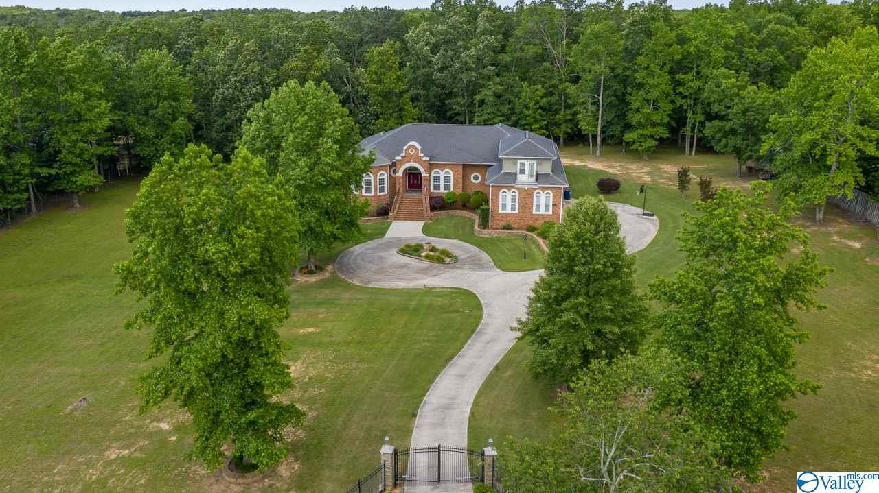 Photo of home for sale at 13240 South Shawdee Road, Huntsville AL