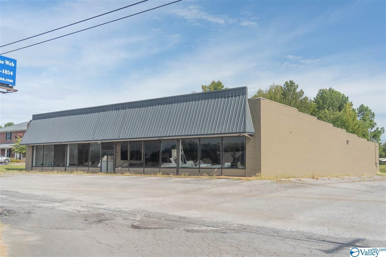 Photo of home for sale at 3460 US Highway 431, Albertville AL