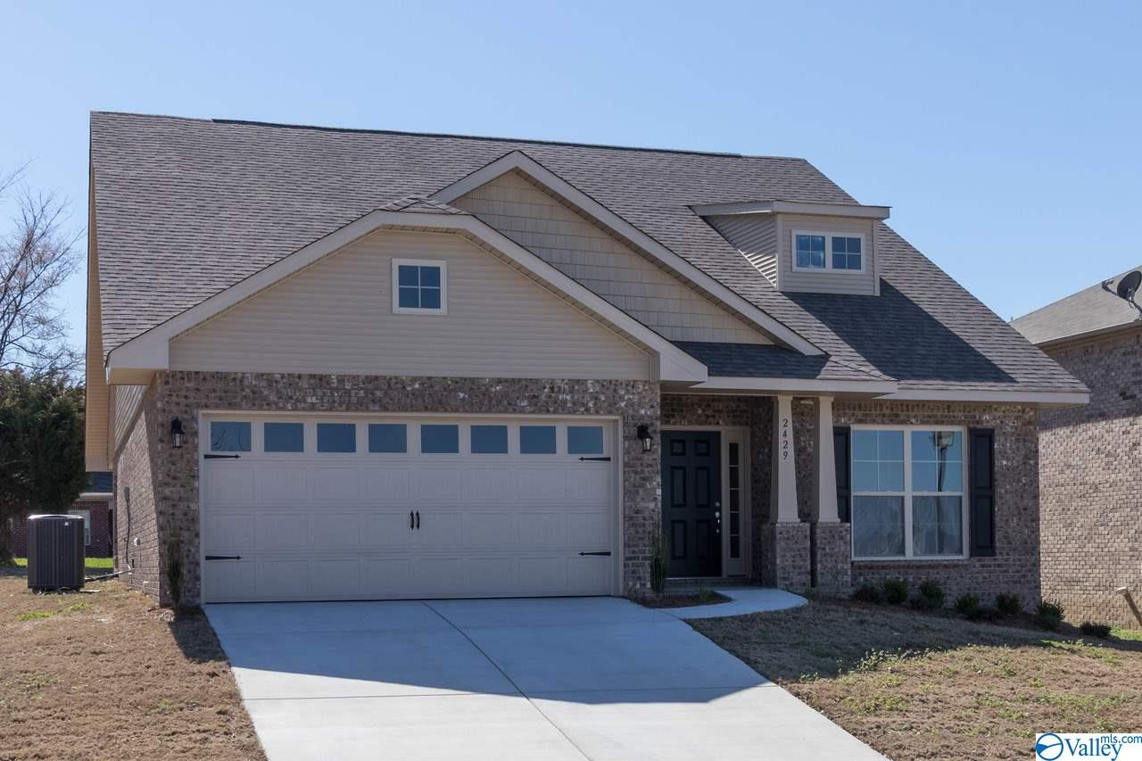 Photo of home for sale at 211 Taunton Street, Huntsville AL