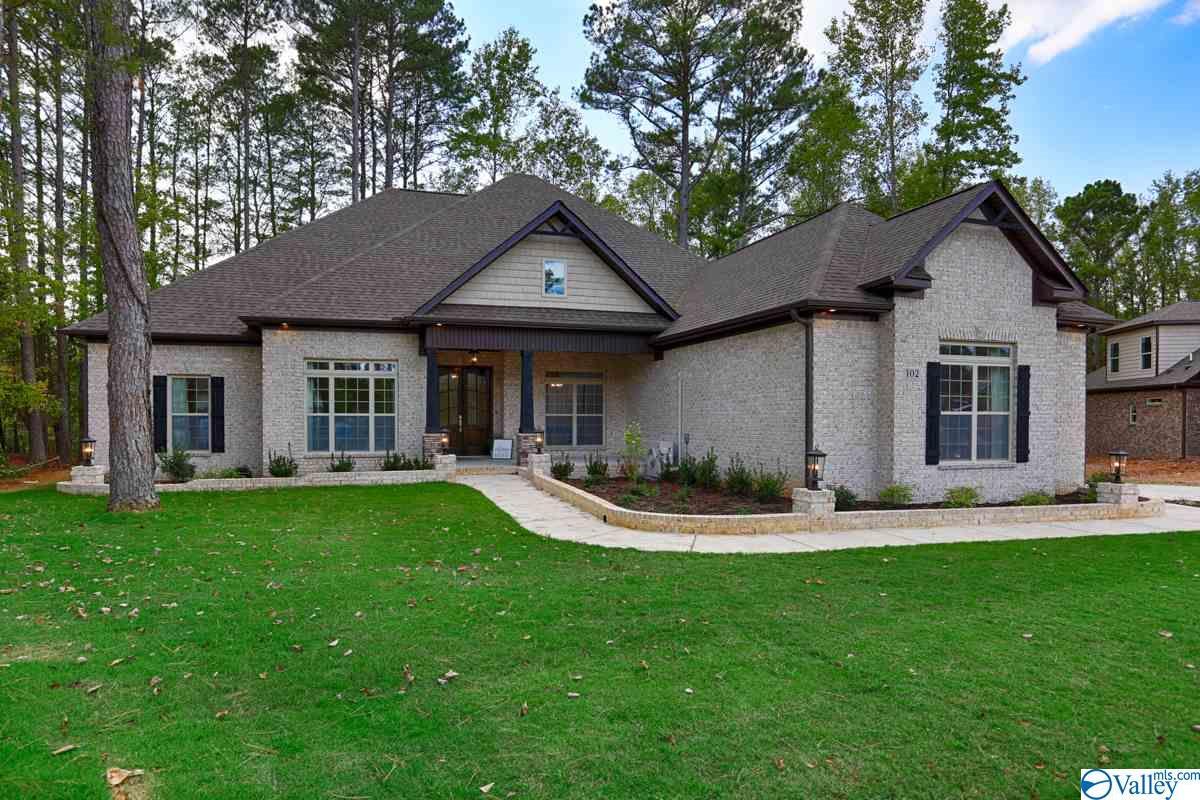 Photo of home for sale at 102 Hollow Tree Circle, Huntsville AL