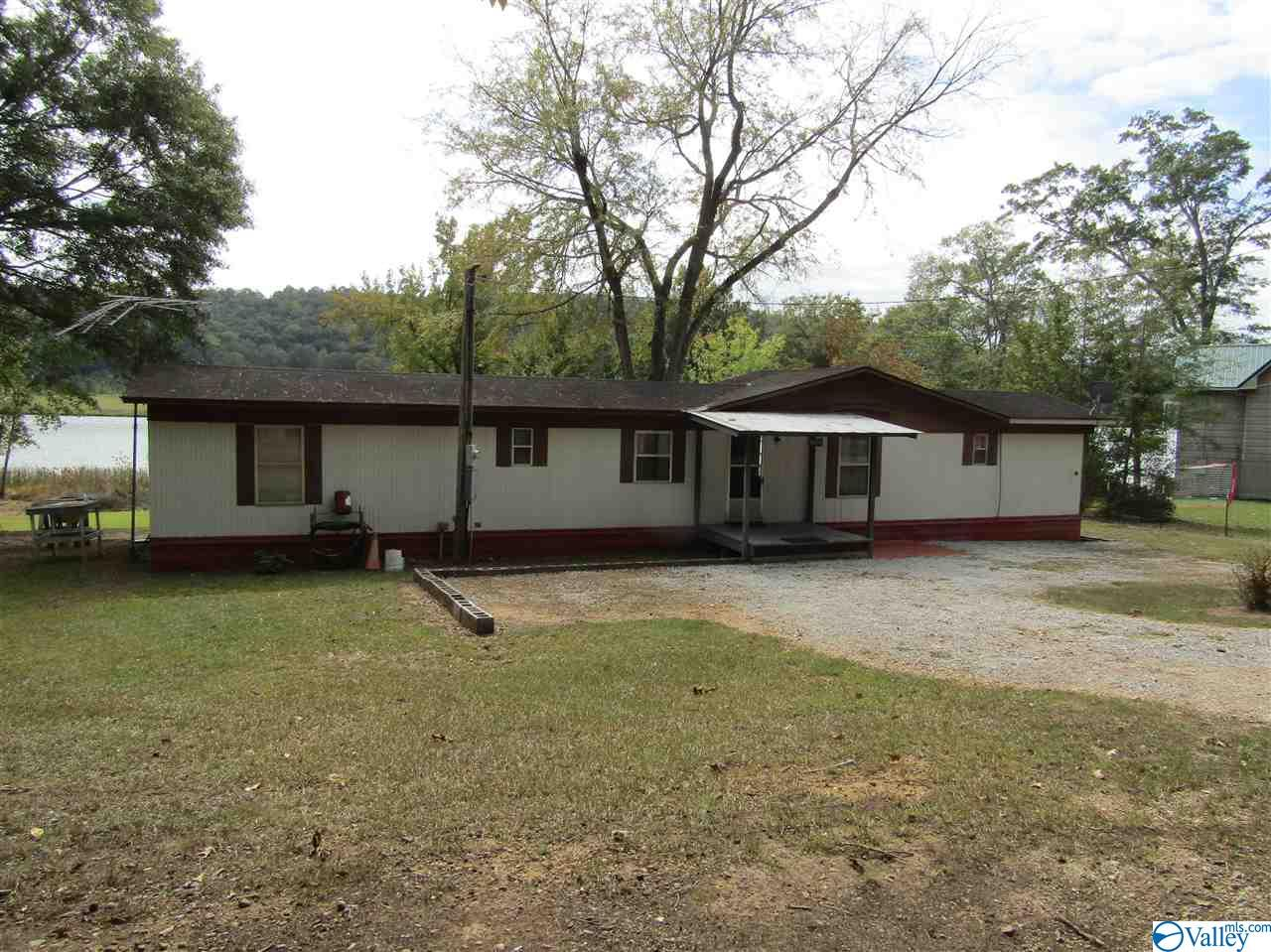 Photo of home for sale at 6404 Birdsong Lane, Southside AL