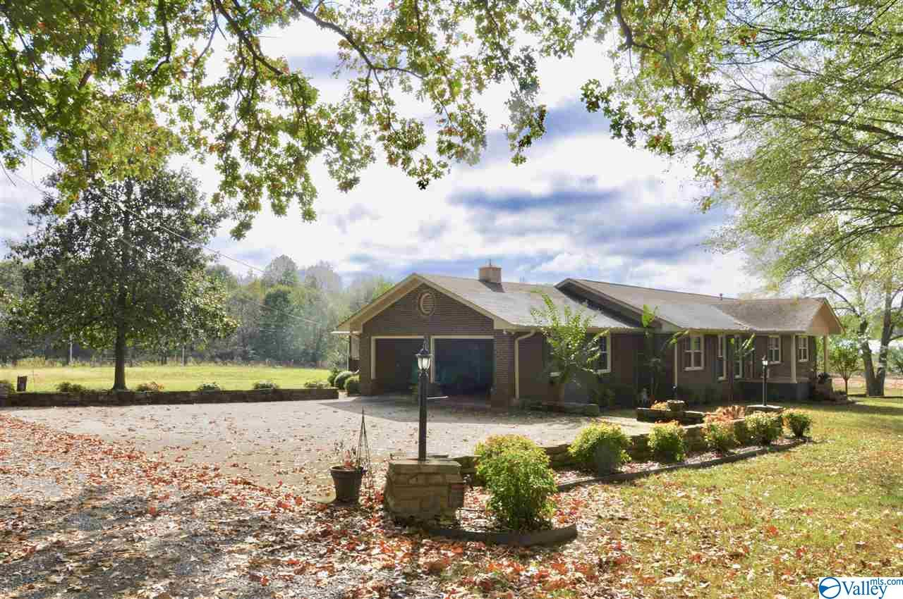 Photo of home for sale at 141 Bentwood Lane, Arab AL