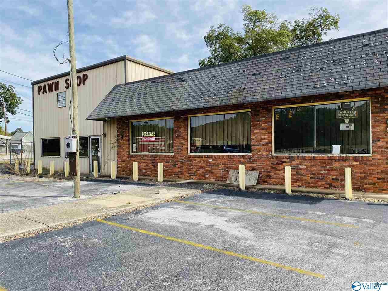 Photo of home for sale at 100 5th Avenue, Attalla AL