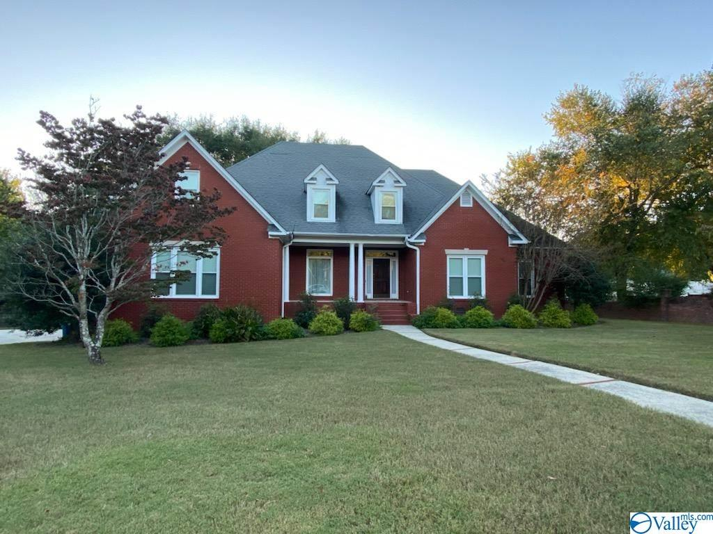 Photo of home for sale at 981 Huntington Circle, Arab AL