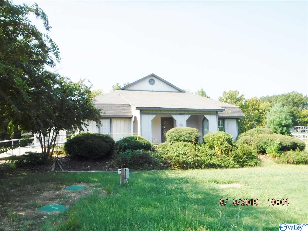 Photo of home for sale at 2702 Wills Creek Road, Gadsden AL