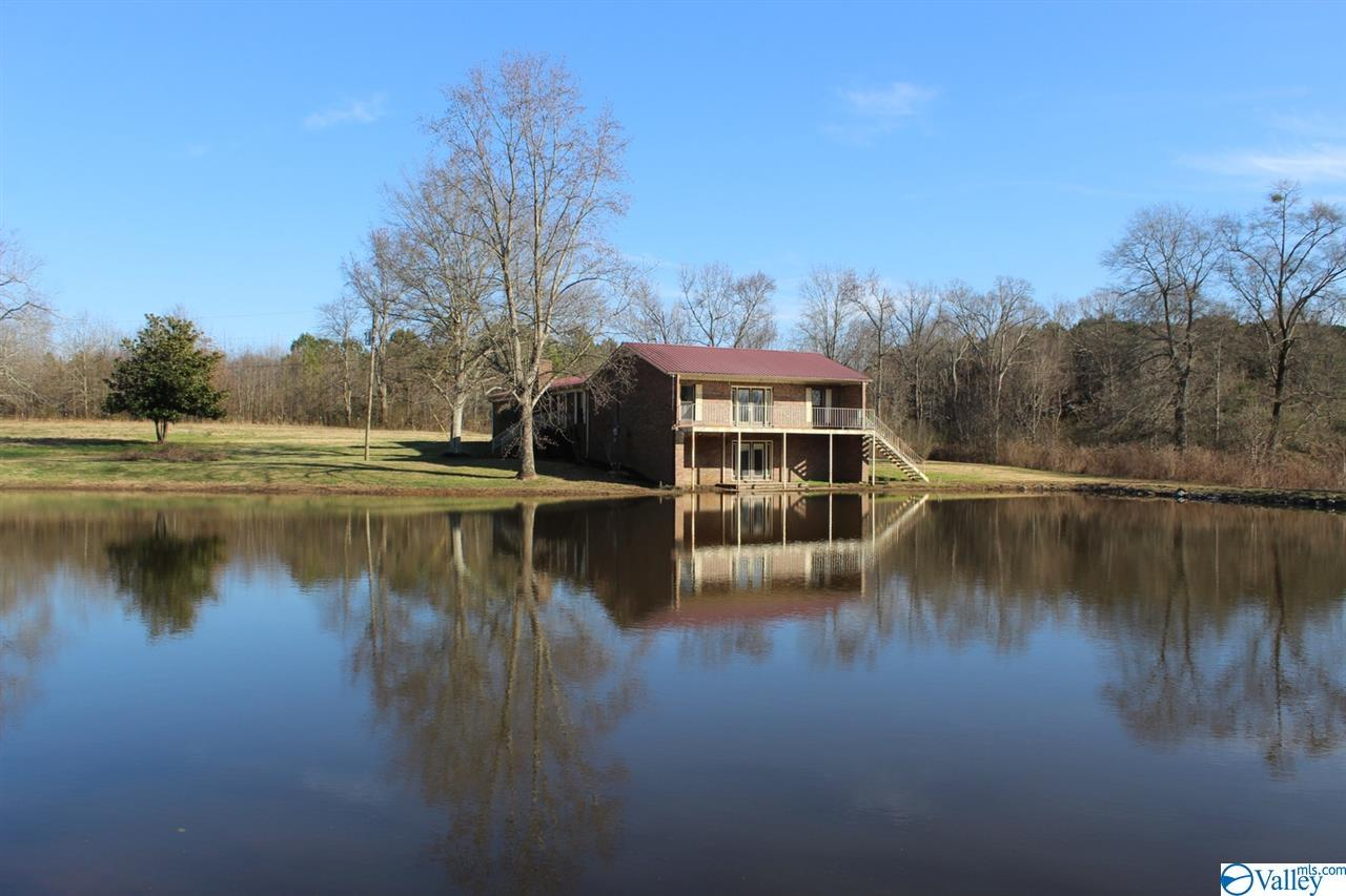 Photo of home for sale at 2956 County Road 1570, Baileyton AL
