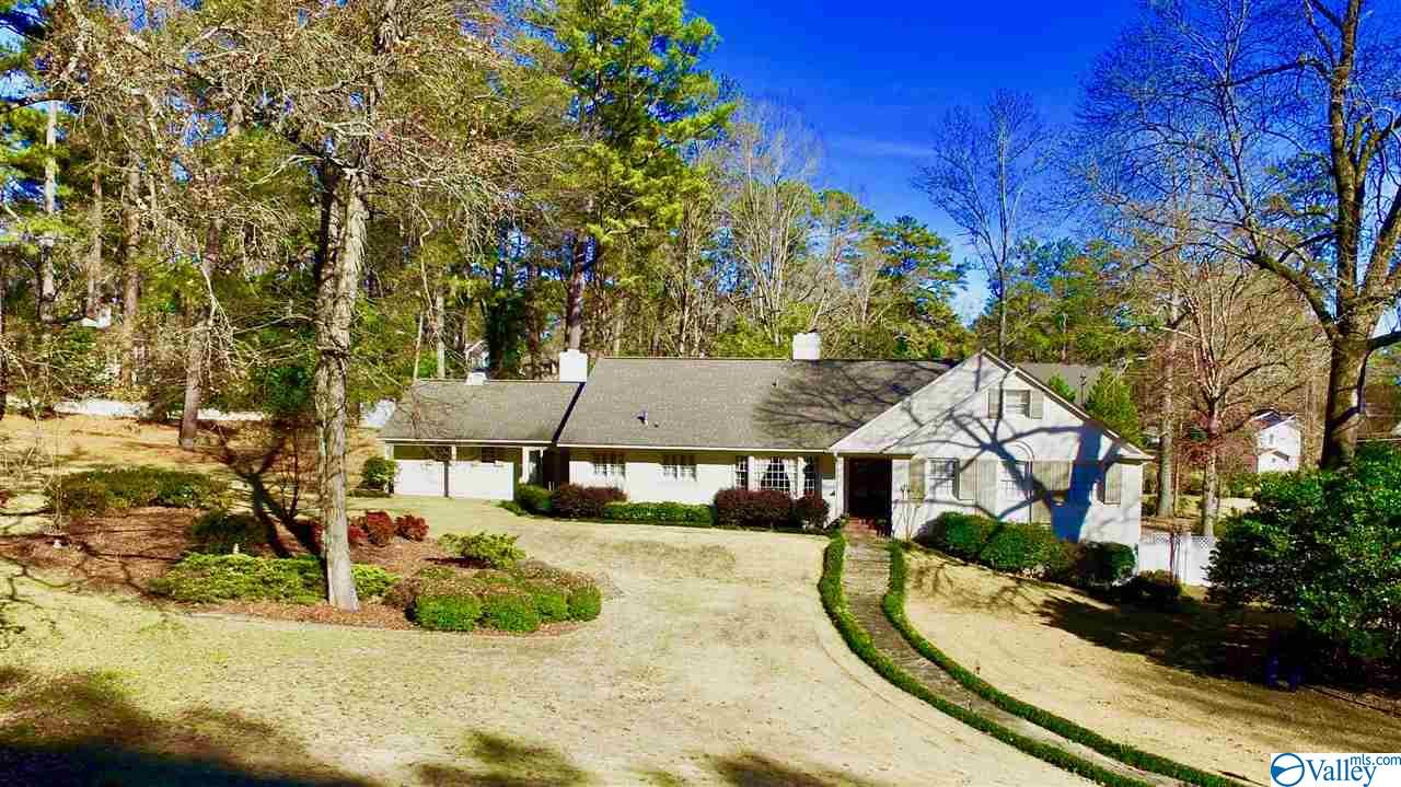 Photo of home for sale at 145 Forrestine Avenue, Gadsden AL