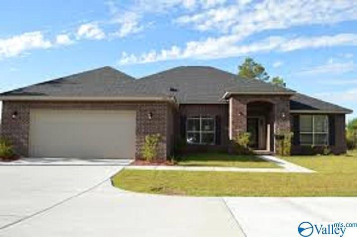 Photo of home for sale at 131 Erle Phillips Road, Huntsville AL