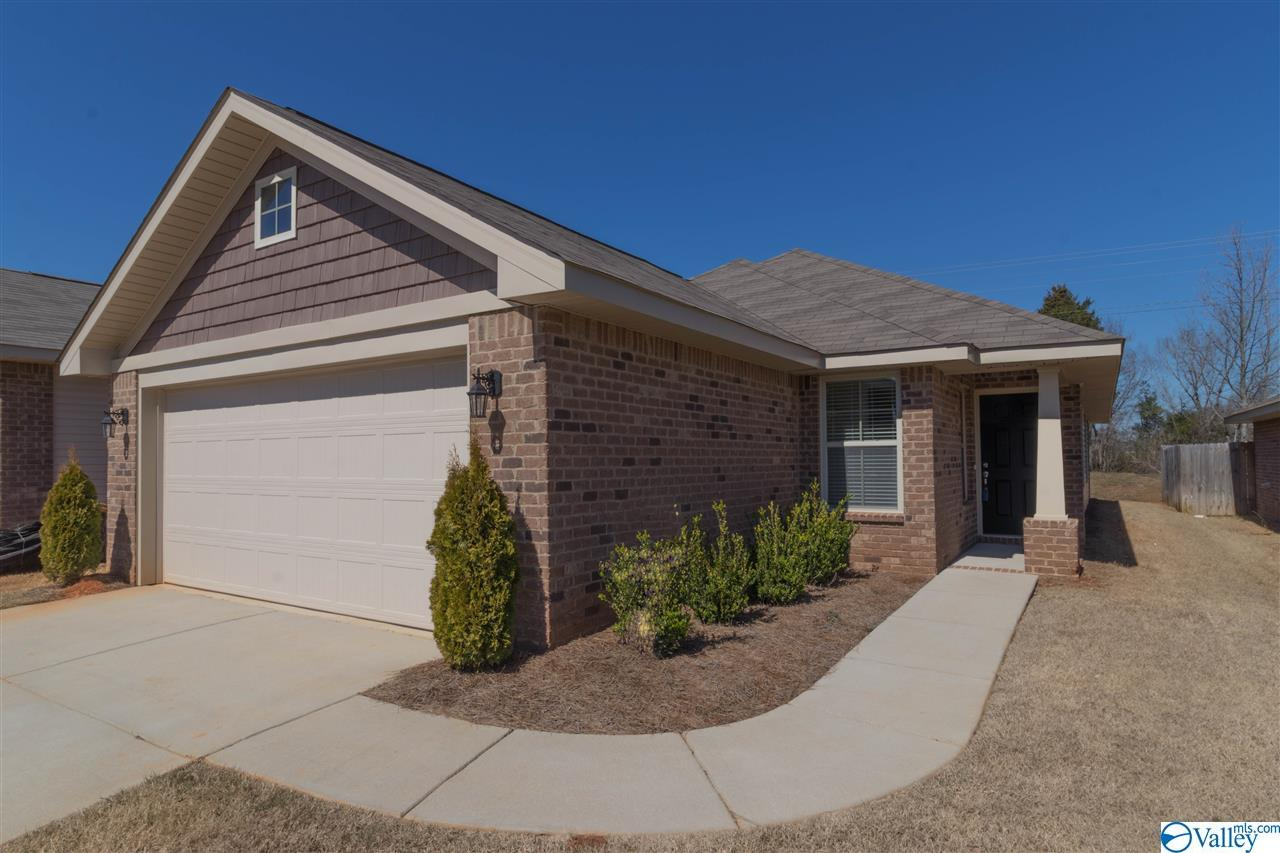 Photo of home for sale at 453 Summit Lakes Drive, Athens AL